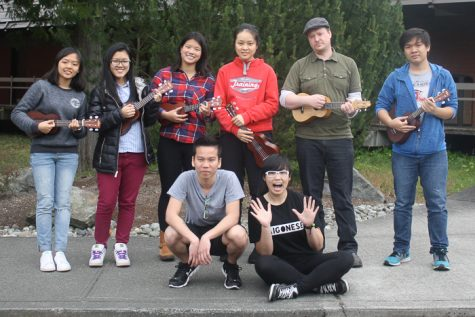 Ukulele Club spreads happy tunes around SCC